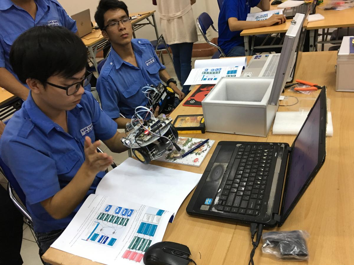 Robotics 2- Students Building.jpg